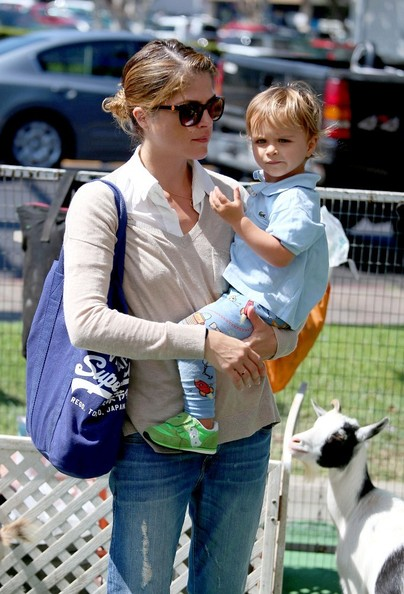 Selma Blair & Arthur Saint Having Fun At The Farmers Market 1