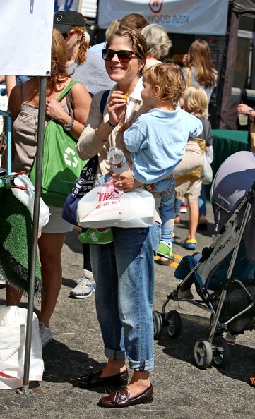 Selma Blair & Arthur Saint Having Fun At The Farmers Market 26 - Copy