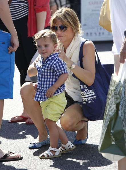 Selma Blair & Son Arthur Stop For Drinks 10