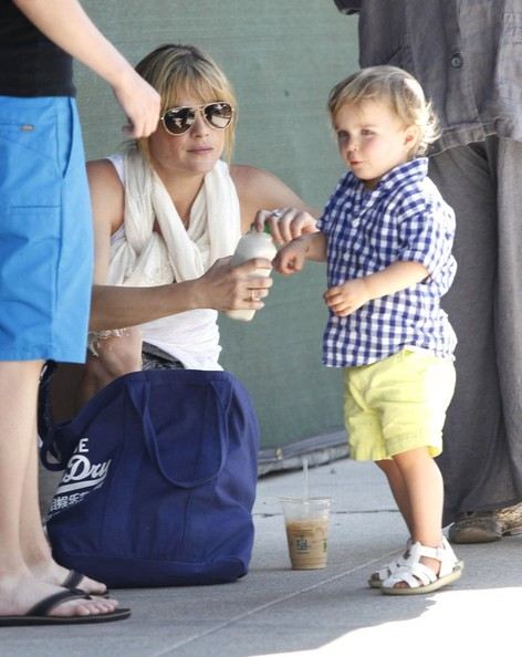 Selma Blair & Son Arthur Stop For Drinks 4