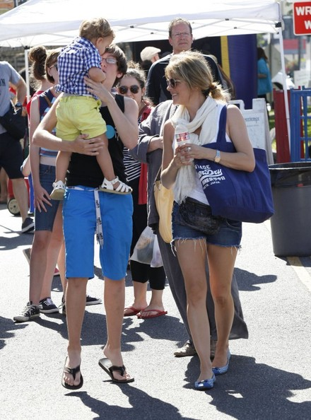 Selma Blair & Son Arthur Stop For Drinks 9