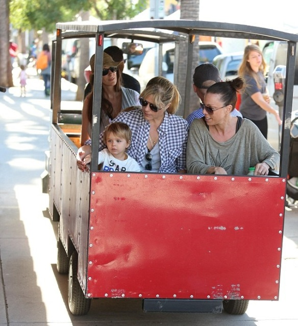 Selma Blair & Son Arthur Spotted At Farmers Market 10