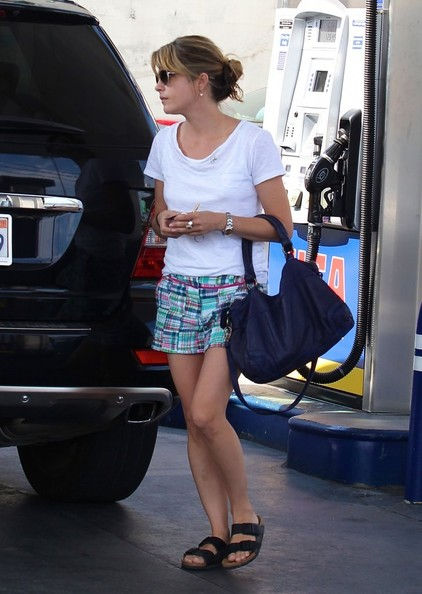Selma Blair Stops For Gas In Studio City 4