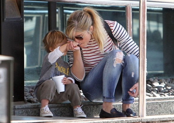Arthur Saint Shares A Treat With Mommy Selma Blair 1