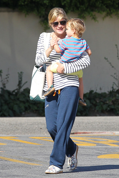 Selma Blair And Son Arthur Stop For Groceries 1