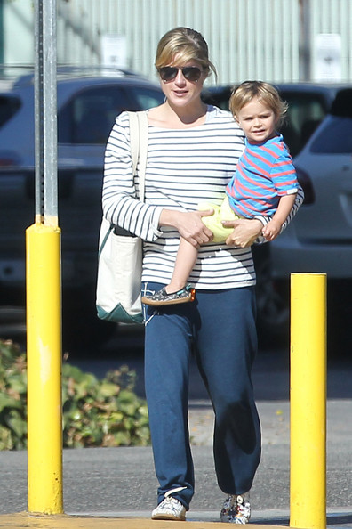 Selma Blair And Son Arthur Stop For Groceries 2