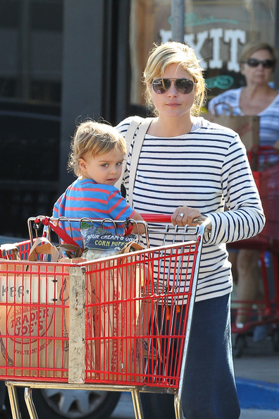Selma Blair And Son Arthur Stop For Groceries 3