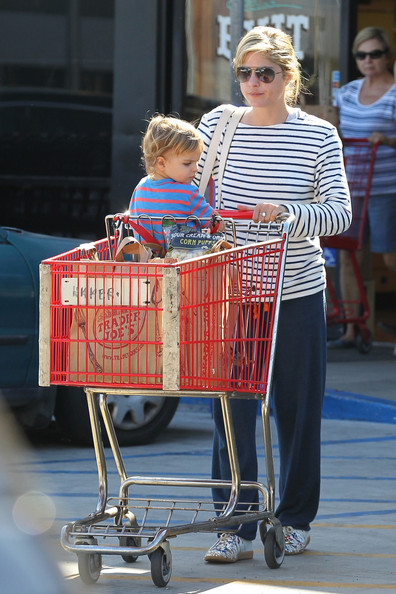 Selma Blair And Son Arthur Stop For Groceries 4