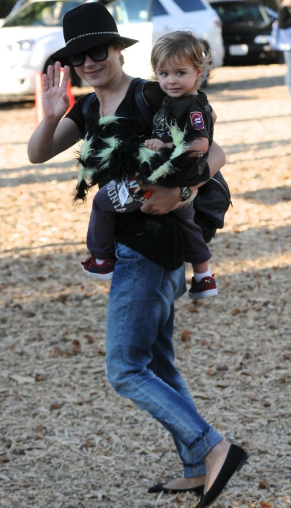 Selma Blair & Jason Bleick Take Son Arthur For Halloween Fun 3
