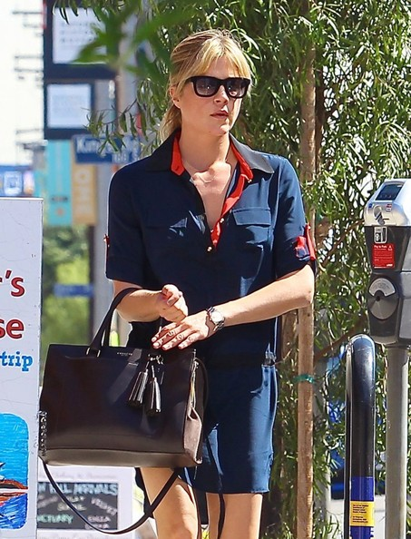 Selma Blair Shopping In LA - October 2013.jpg 4