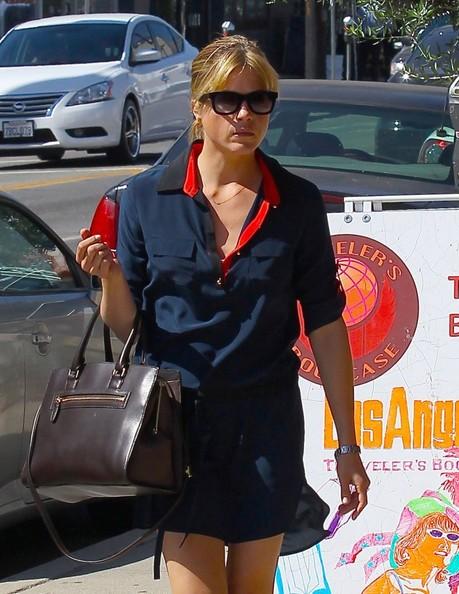 Selma Blair Shopping In LA - October 2013.jpg 7