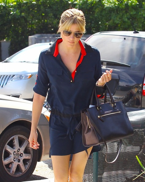 Selma Blair Shopping In LA - October 2013.jpg 8