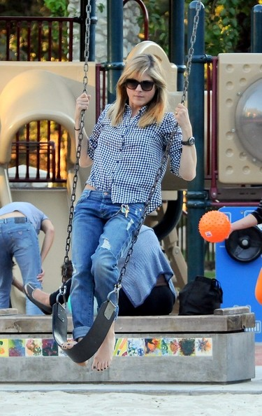 Selma Blair & Arthur Saint At The Swings 1