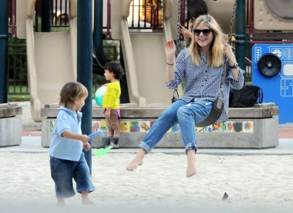Selma Blair & Arthur Saint At The Swings 11