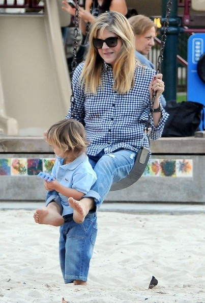 Selma Blair & Arthur Saint At The Swings 12