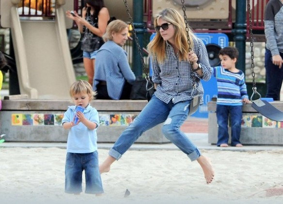 Selma Blair & Arthur Saint At The Swings 13