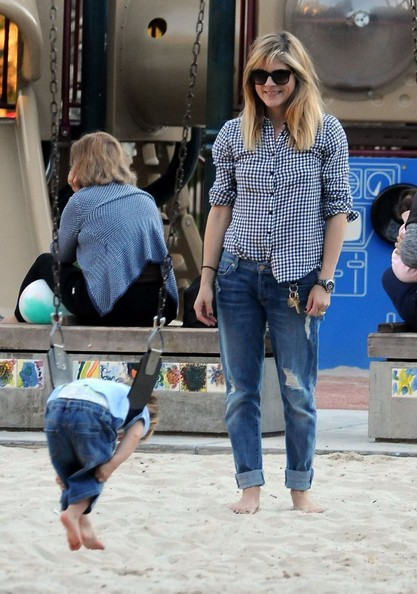 Selma Blair & Arthur Saint At The Swings 14