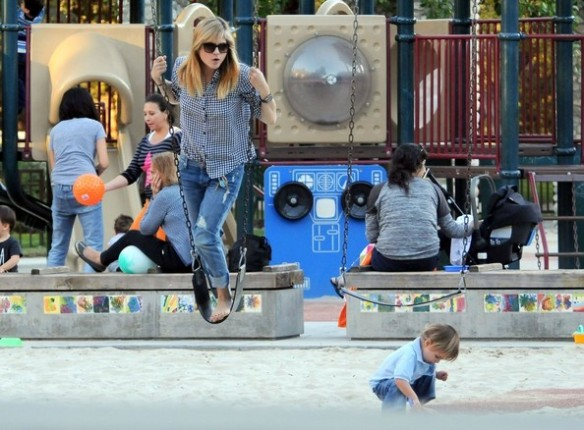 Selma Blair & Arthur Saint At The Swings 16
