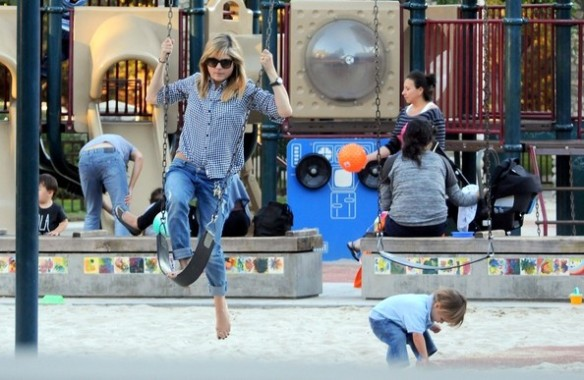 Selma Blair & Arthur Saint At The Swings 2
