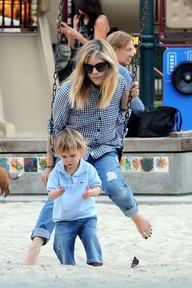Selma Blair & Arthur Saint At The Swings 6