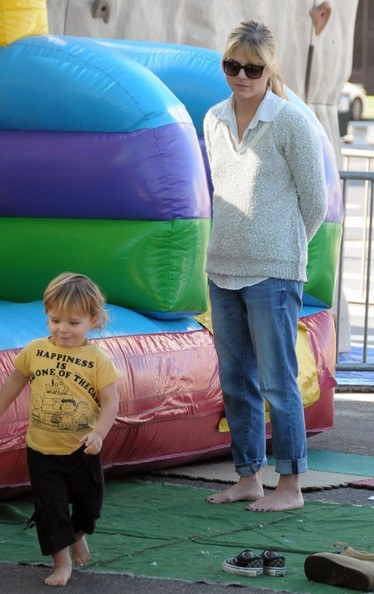 Selma Blair & Arthur Saint Bleick Snow Cones and Slides 9