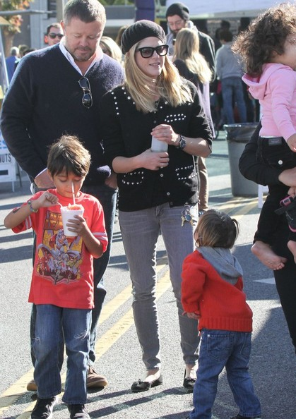 Selma Blair & Arthur Saint Visit The Farmers Market With Friends 10