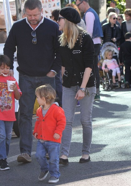 Selma Blair & Arthur Saint Visit The Farmers Market With Friends 11
