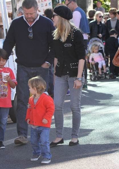 Selma Blair & Arthur Saint Visit The Farmers Market With Friends 12