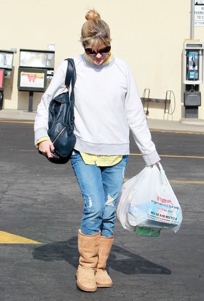 Selma Blair Stops For Supplies 3