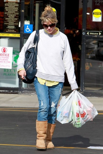 Selma Blair Stops For Supplies 4