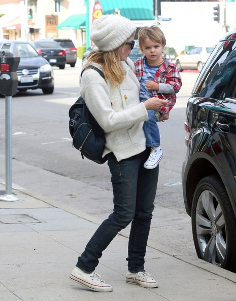 Selma Blair Takes Arthur Saint Shopping 5