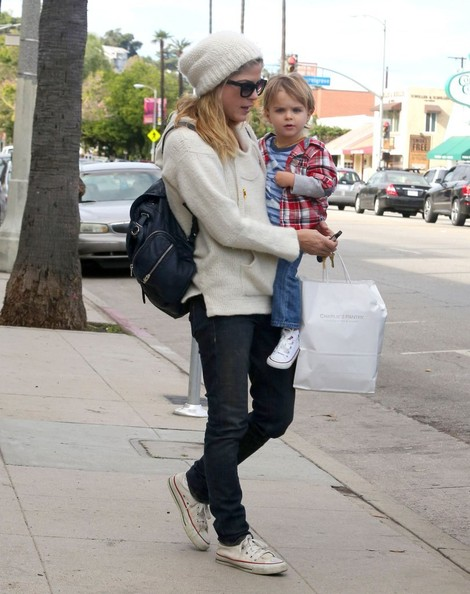 Selma Blair Takes Arthur Saint Shopping 7