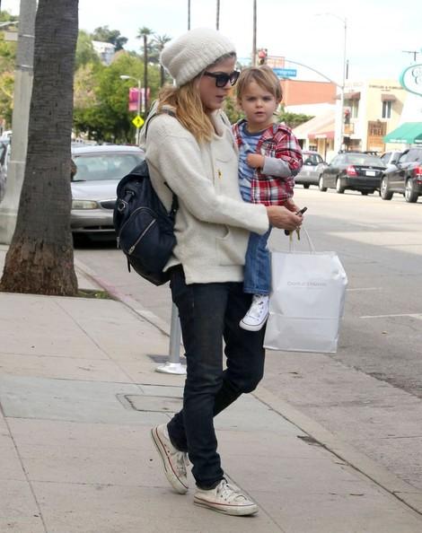 Selma Blair Takes Arthur Saint Shopping 7