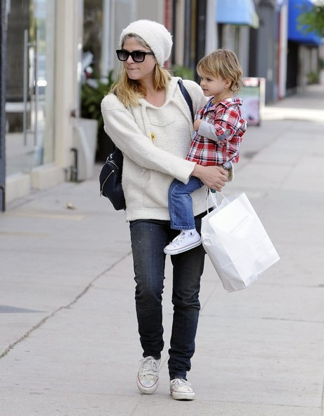 Selma Blair Takes Arthur Saint Shopping 8
