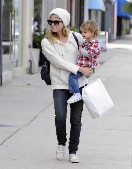 Selma Blair Takes Arthur Saint Shopping 8
