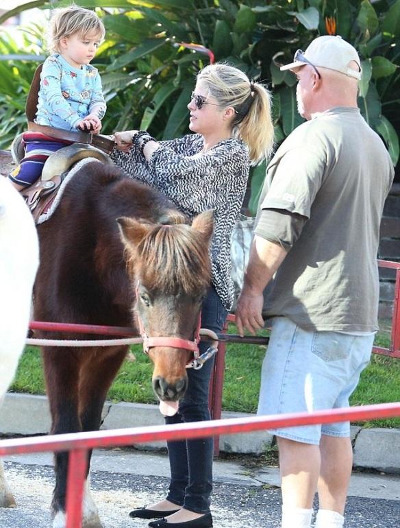 Selma Blair & Arthur Saint Pony Rides 1