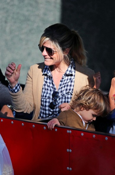Selma Blair & Arthur Saint Shop For Produce at Farmers Market 11