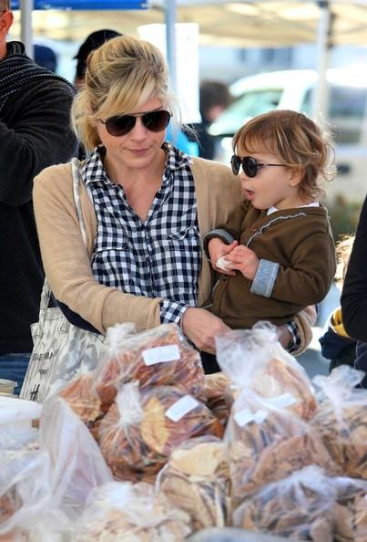 Selma Blair & Arthur Saint Shop For Produce at Farmers Market 12