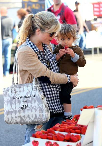 Selma Blair & Arthur Saint Shop For Produce at Farmers Market 4