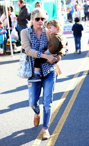 Selma Blair & Arthur Saint Shop For Produce at Farmers Market 5