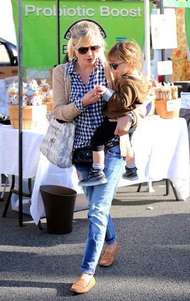 Selma Blair & Arthur Saint Shop For Produce at Farmers Market 8