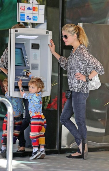 Selma Blair & Arthur Saint Stop By Money Machine 2