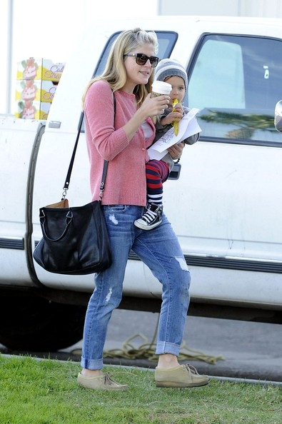 Selma Blair & Arthur Saint Sunday Morning At The Farmers Market 4