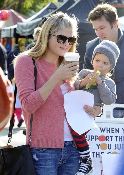 Selma Blair & Arthur Saint Sunday Morning At The Farmers Market 5