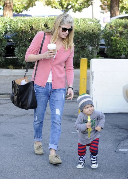 Selma Blair & Arthur Saint Sunday Morning At The Farmers Market 8