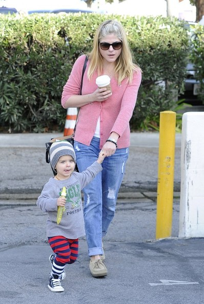 Selma Blair & Arthur Saint Sunday Morning At The Farmers Market 9