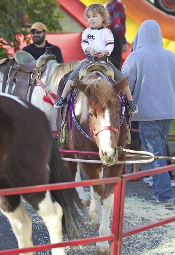 Selma Blair & Arthur Saint Pony Rides 11