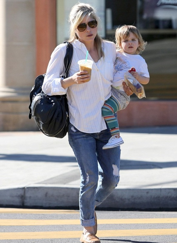 Selma Blair & Little Arthur Candids January 13, 2014