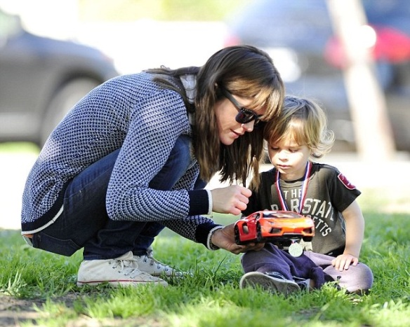 Selma Blair & Arthur Saint Afternoon At The Park 1
