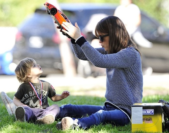 Selma Blair & Arthur Saint Afternoon At The Park 2